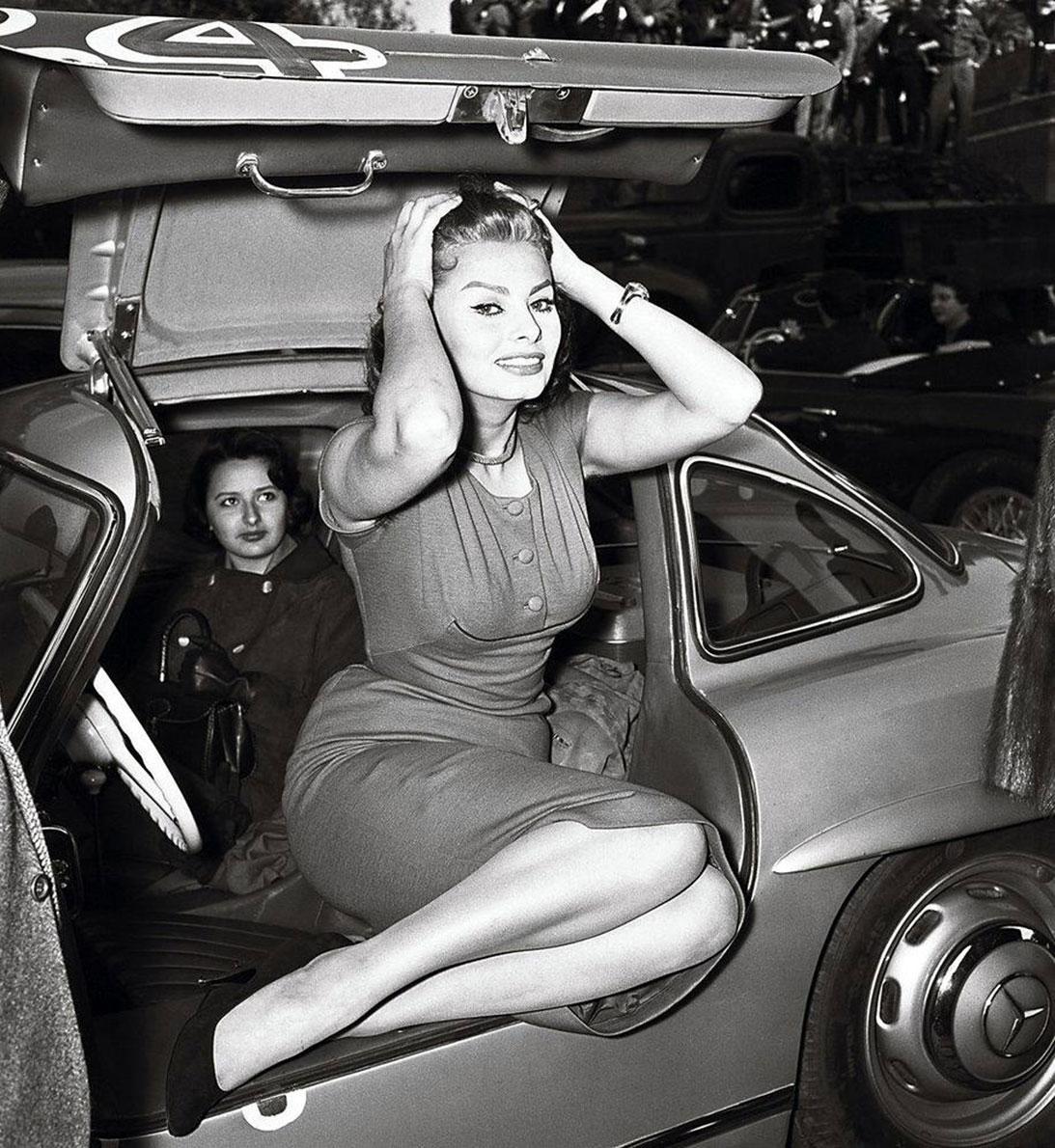 Sophia Loren And Mercedes-Benz 300 SL Gullwing