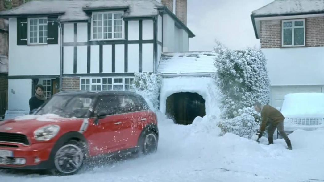 Mini Countryman In Faux Snow