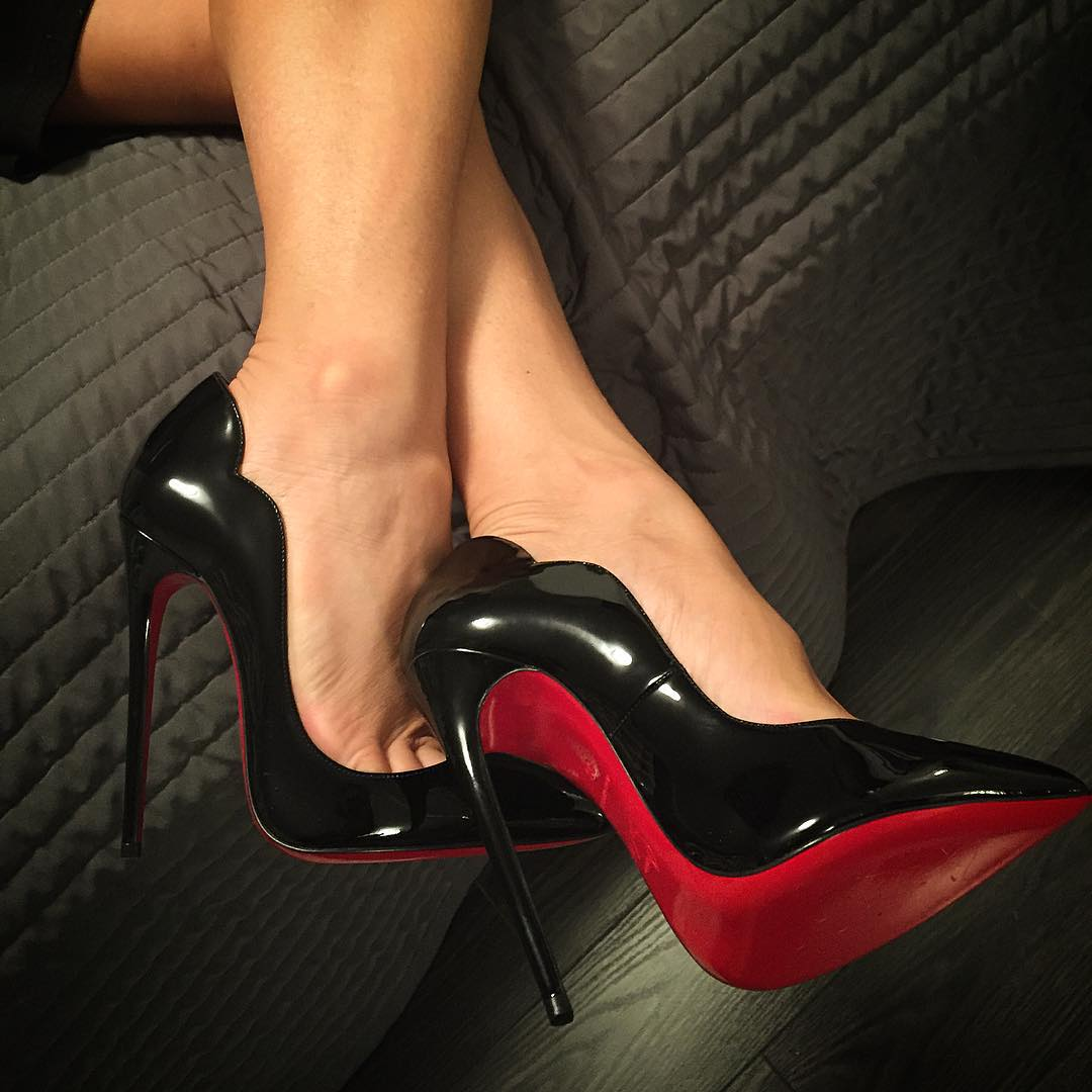 Shoes That Have Red Soles