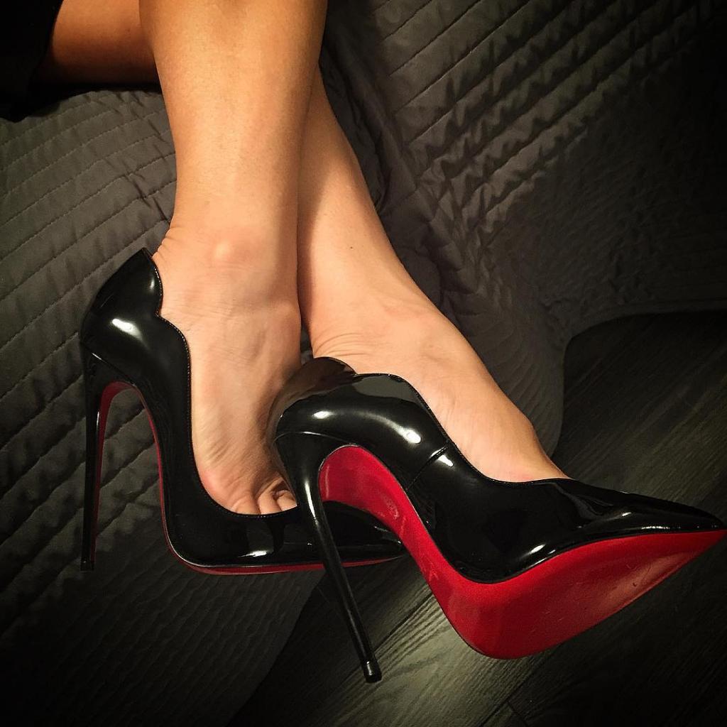 Purple high heels pumps